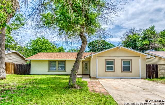 9614 Bear Creek Dr, San Antonio, TX 78245 (#1536060) :: The Perry Henderson Group at Berkshire Hathaway Texas Realty