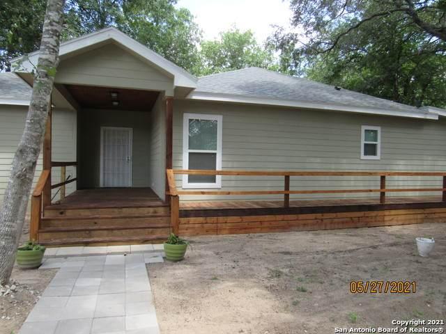 3739 New Mathis Rd, Elmendorf, TX 78112 (MLS #1536074) :: The Glover Homes & Land Group