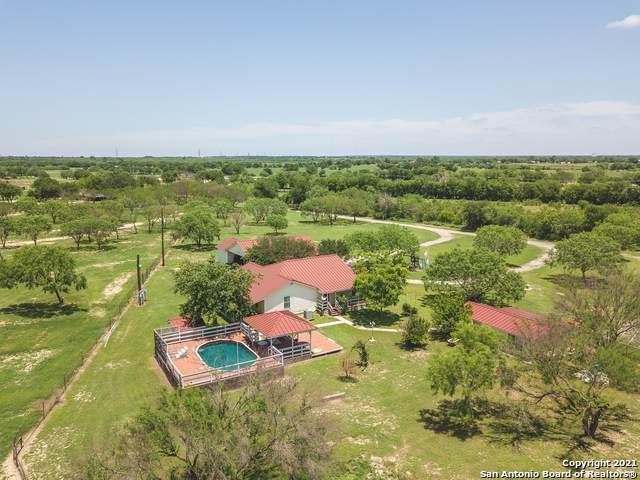 6951 Raintree Grove, Elmendorf, TX 78112 (MLS #1536148) :: Beth Ann Falcon Real Estate