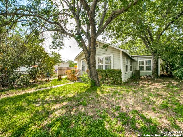 308 S Teel Dr, Devine, TX 78016 (MLS #1536463) :: The Glover Homes & Land Group