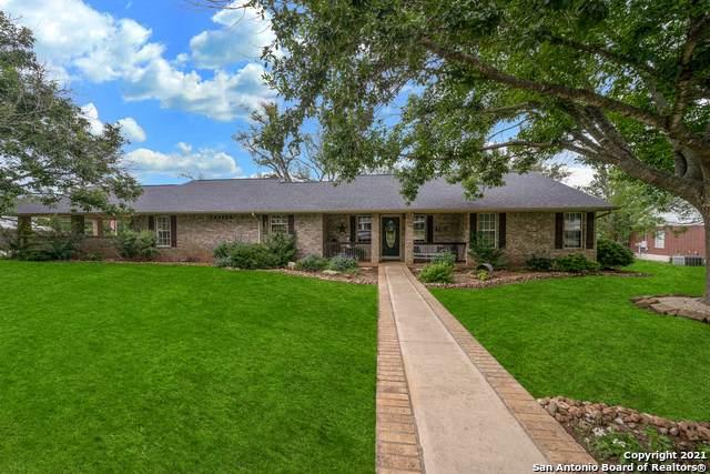 1122 Cardinal St, Pleasanton, TX 78064 (MLS #1536770) :: The Real Estate Jesus Team