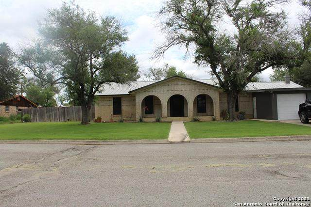 605 S 12th, Carrizo Springs, TX 78834 (#1536864) :: The Perry Henderson Group at Berkshire Hathaway Texas Realty