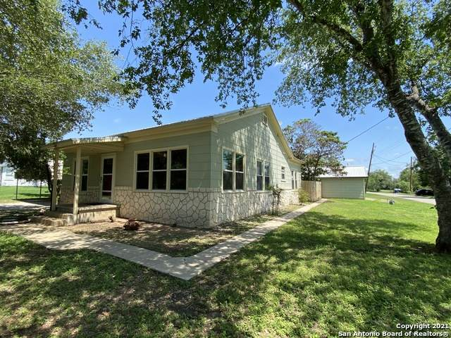 602 Howell Ave, Devine, TX 78016 (MLS #1537036) :: The Glover Homes & Land Group