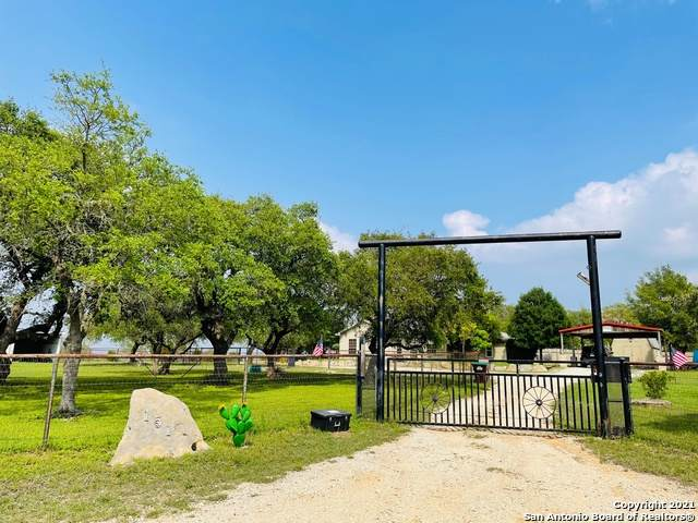 151 Silver Springs, Helotes, TX 78023 (MLS #1538029) :: Real Estate by Design