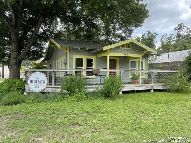 596 S Castell Ave, New Braunfels, TX 78130 (MLS #1538047) :: Countdown Realty Team