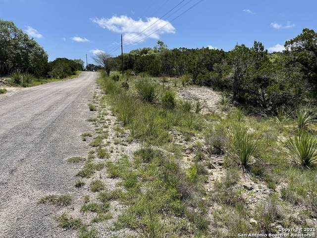 911 Cedar Pass, Pipe Creek, TX 78063 (MLS #1538160) :: The Glover Homes & Land Group