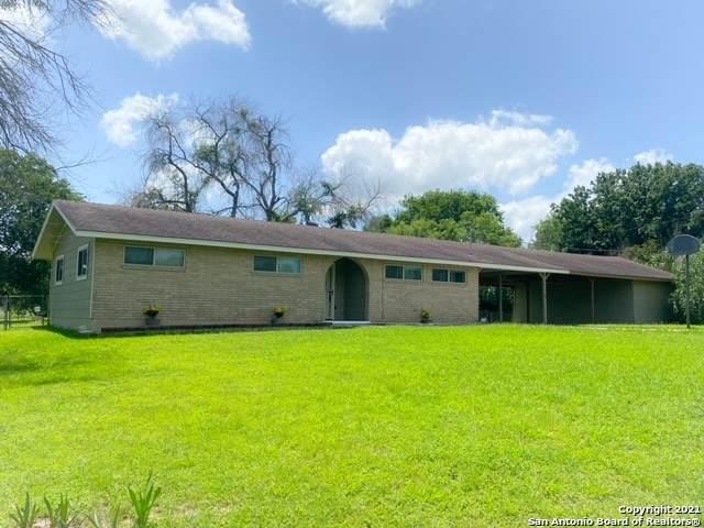 16 Comanche Hill Cir, Seguin, TX 78155 (MLS #1538296) :: HergGroup San Antonio Team
