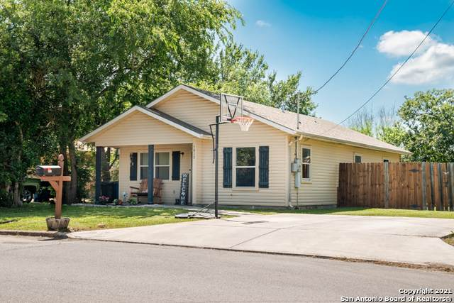 1812 Michigan St, New Braunfels, TX 78130 (MLS #1538343) :: The Lugo Group
