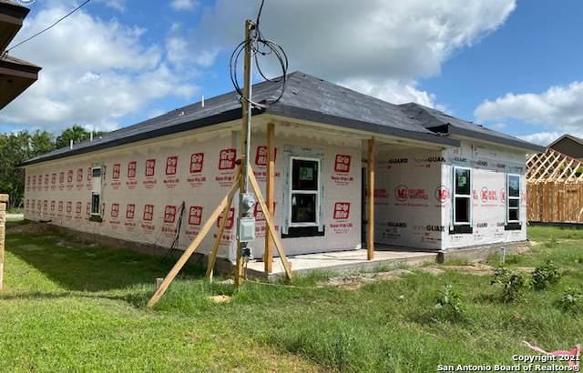 764 Crestview, Floresville, TX 78114 (MLS #1538345) :: The Real Estate Jesus Team