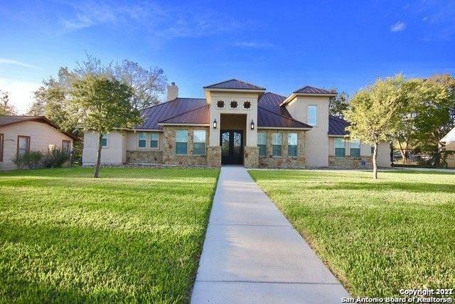 1309 E St, Floresville, TX 78114 (MLS #1538391) :: Sheri Bailey Realtor
