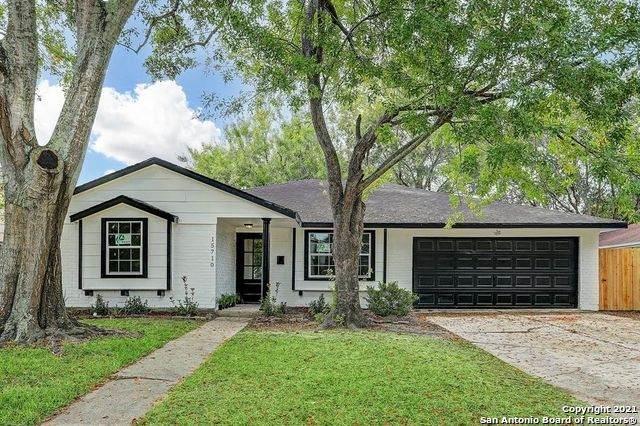 15710 Sea Lark Rd, Houston, TX 77062 (MLS #1538421) :: Carter Fine Homes - Keller Williams Heritage