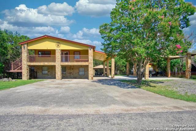 2481 Lakeshore Dr, Canyon Lake, TX 78133 (#1538496) :: The Perry Henderson Group at Berkshire Hathaway Texas Realty