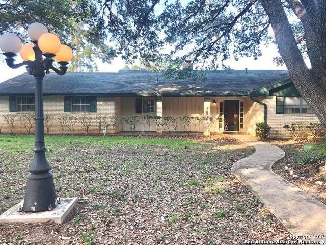 1016 Oakridge Dr, Pleasanton, TX 78064 (MLS #1538517) :: The Real Estate Jesus Team