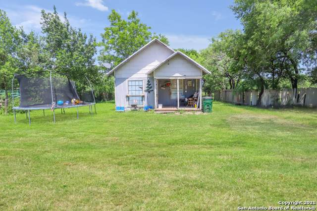 2005 Avenue D, Hondo, TX 78861 (MLS #1538546) :: Vivid Realty