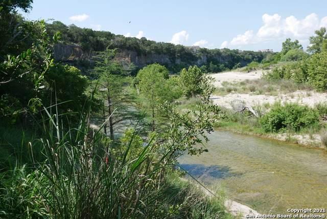566 Mustang Crossing Dr, Pipe Creek, TX 78063 (MLS #1538773) :: Bexar Team