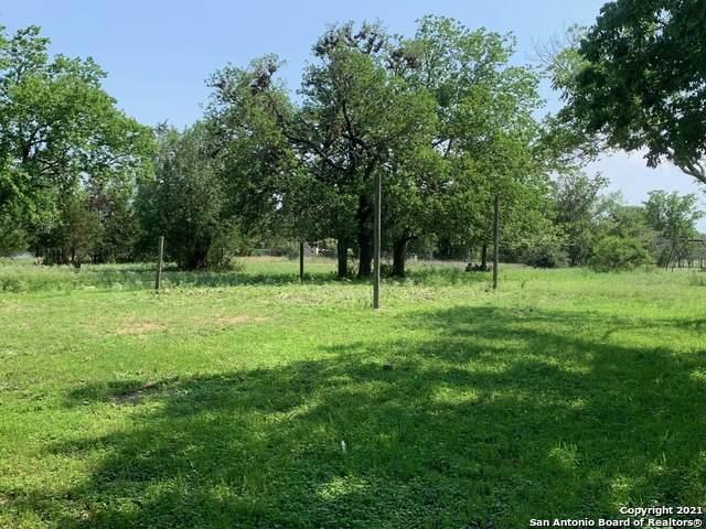 122 English Hollow Dr, Bandera, TX 78003 (MLS #1538784) :: Bexar Team