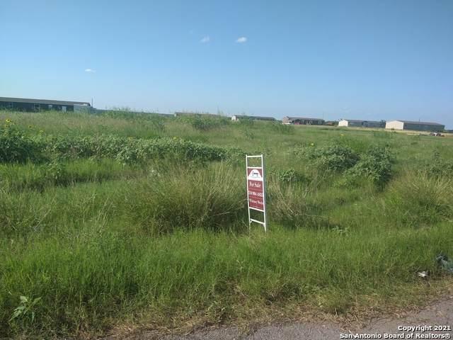 79 Anaqua Dr, Pleasanton, TX 78064 (MLS #1538816) :: The Real Estate Jesus Team