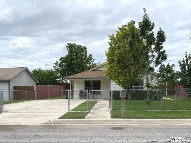 600 E Brazos St, Uvalde, TX 78801 (MLS #1539048) :: Carolina Garcia Real Estate Group