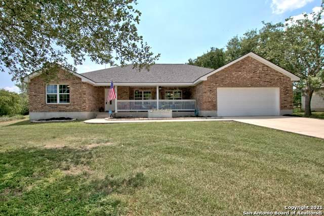 410 Oak Springs Dr, Seguin, TX 78155 (MLS #1539257) :: The Rise Property Group