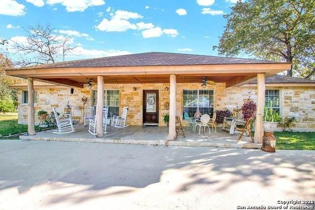 219 W Ridgeway, Somerset, TX 78069 (MLS #1539347) :: The Heyl Group at Keller Williams