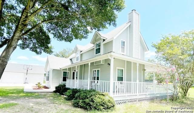 702 County Road 6612, Devine, TX 78016 (MLS #1539366) :: Sheri Bailey Realtor
