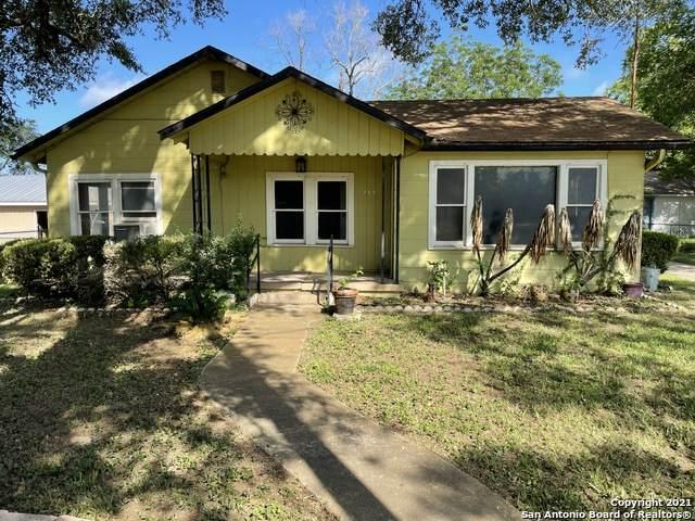 719 Kelly St, Poteet, TX 78065 (MLS #1539476) :: The Castillo Group