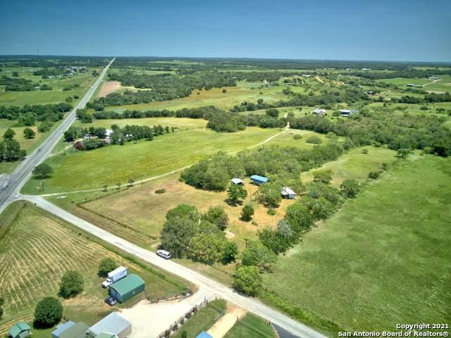 638 County Road 425, Stockdale, TX 78160 (MLS #1539649) :: Neal & Neal Team
