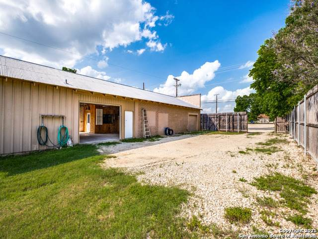 295 N Krueger Ave, New Braunfels, TX 78130 (MLS #1539749) :: Alexis Weigand Real Estate Group