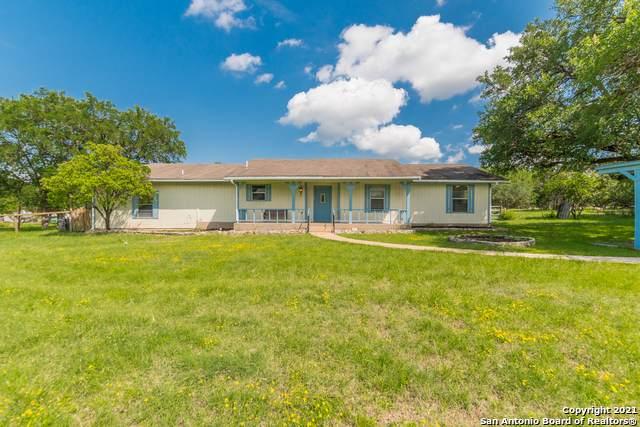 3008 Rolling Oaks Dr, New Braunfels, TX 78132 (MLS #1539936) :: BHGRE HomeCity San Antonio