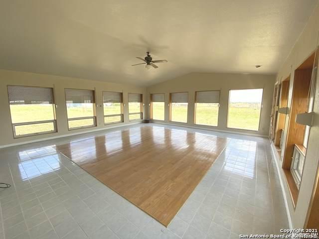 612 Lakeridge Ln, La Vernia, TX 78121 (MLS #1540135) :: The Real Estate Jesus Team