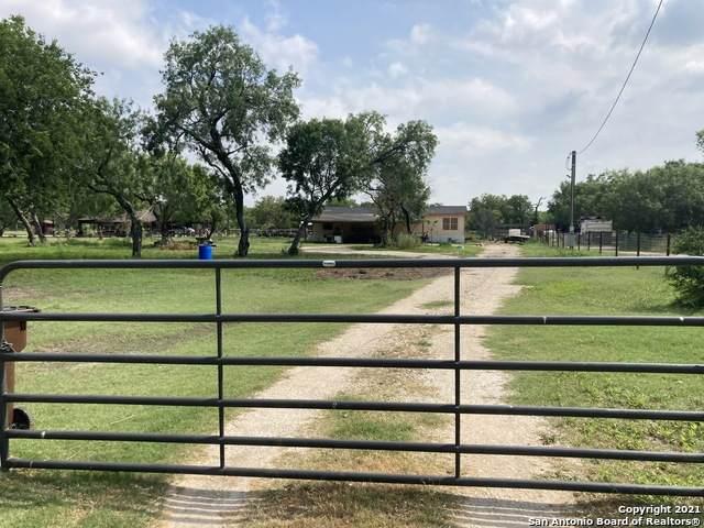 7946 S Foster Rd, San Antonio, TX 78222 (MLS #1540323) :: Vivid Realty