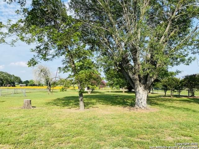 14454 Fm 472, Bigfoot, TX 78005 (MLS #1540429) :: Williams Realty & Ranches, LLC