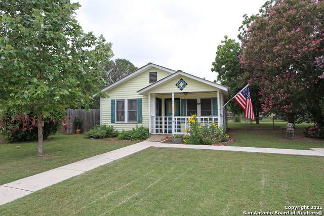 1104 25TH ST, Hondo, TX 78861 (MLS #1540448) :: The Lopez Group