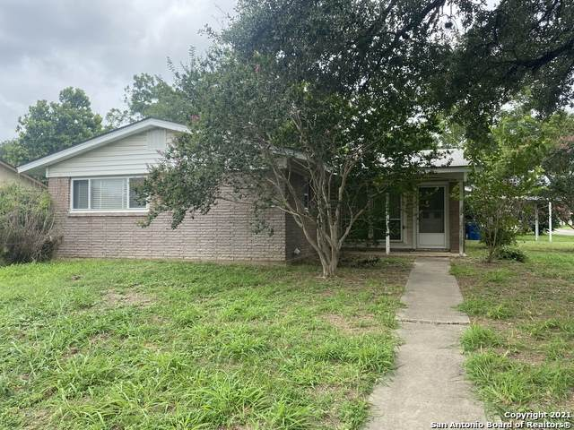 911 Oakridge Dr, Pleasanton, TX 78064 (MLS #1540505) :: The Lopez Group