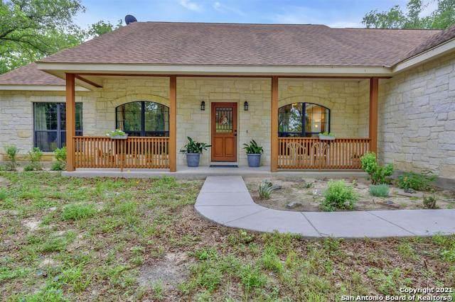 205 Oak Hollow Dr, La Vernia, TX 78121 (MLS #1540521) :: Bexar Team