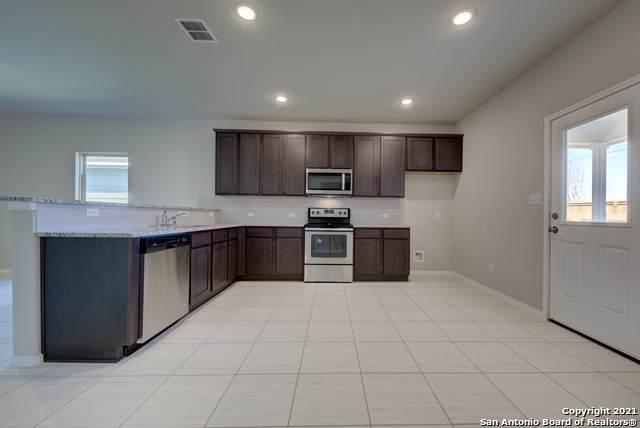 702 Blueleaf, San Antonio, TX 78245 (MLS #1540636) :: The Mullen Group | RE/MAX Access