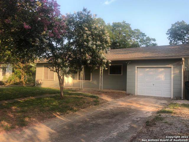 715 Jefferson Ave, Seguin, TX 78155 (MLS #1540770) :: Bexar Team