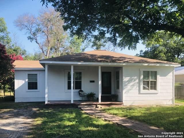 230 Cummings St, Uvalde, TX 78801 (MLS #1540777) :: Tom White Group