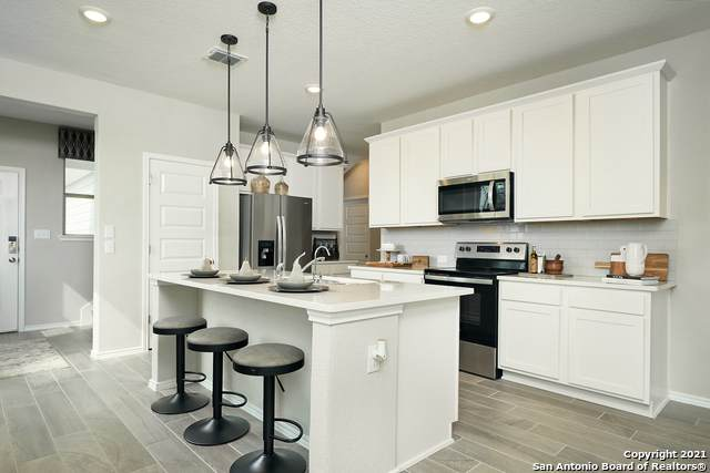 707 Blueleaf, San Antonio, TX 78245 (MLS #1540809) :: The Glover Homes & Land Group