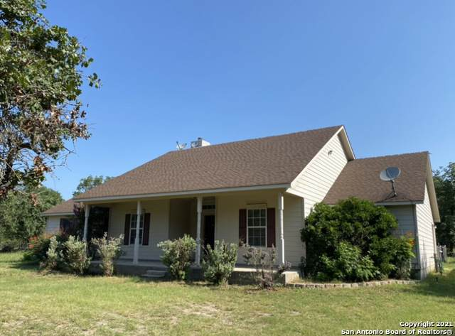 1777 County Road 770, Natalia, TX 78059 (MLS #1540905) :: Bexar Team