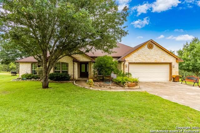 251 Broken Arrow, Floresville, TX 78114 (#1541242) :: Zina & Co. Real Estate