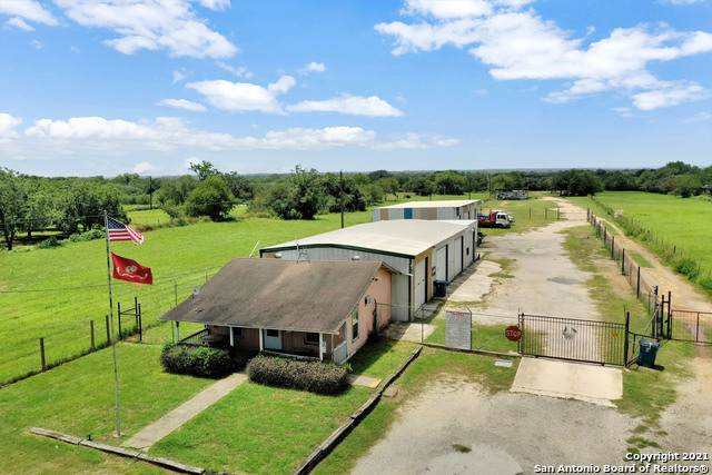 721 4TH ST, Floresville, TX 78114 (MLS #1542235) :: REsource Realty