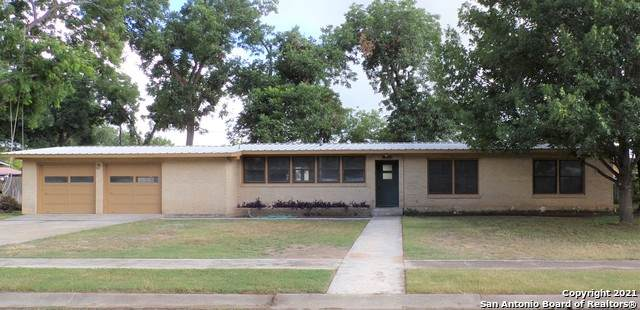 830 Cherry St, Uvalde, TX 78801 (MLS #1542464) :: Alexis Weigand Real Estate Group