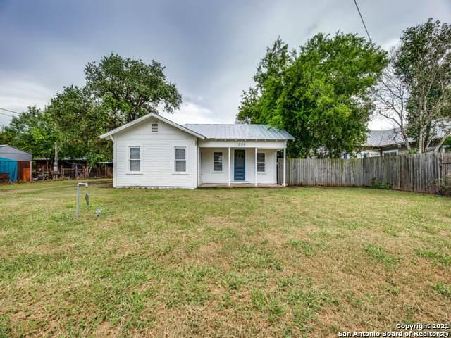 1008 Brown Ave, Jourdanton, TX 78026 (MLS #1542495) :: Exquisite Properties, LLC