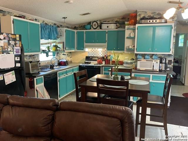 425 Oakview Rd, Luling, TX 78648 (MLS #1542515) :: The Lopez Group