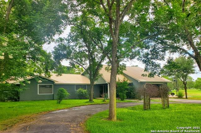 19 Mesquite Ln, Cuero, TX 77954 (MLS #1542577) :: The Glover Homes & Land Group