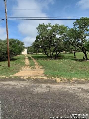 104 Harbour Heights, Lakehills, TX 78063 (MLS #1542617) :: Tom White Group