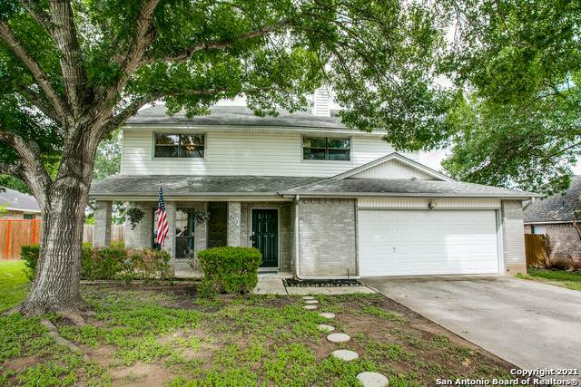 4913 Castle Hill Dr, Schertz, TX 78108 (#1542747) :: The Perry Henderson Group at Berkshire Hathaway Texas Realty
