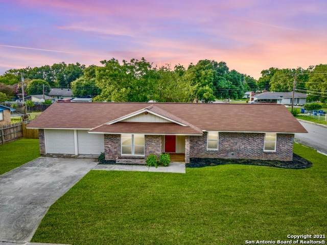 1502 27TH ST, Hondo, TX 78861 (MLS #1543398) :: The Real Estate Jesus Team