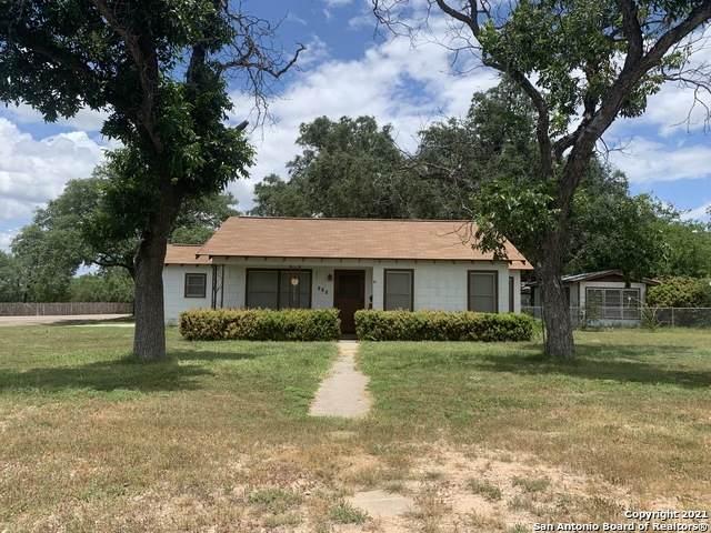 316 W Oppenheimer St, Uvalde, TX 78801 (MLS #1543702) :: Williams Realty & Ranches, LLC